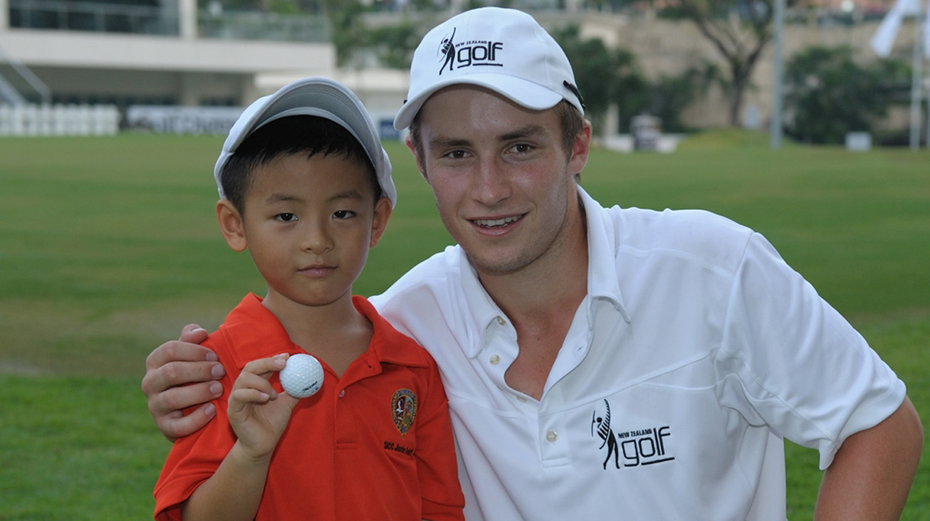 Campbell shares a ball with a young fan